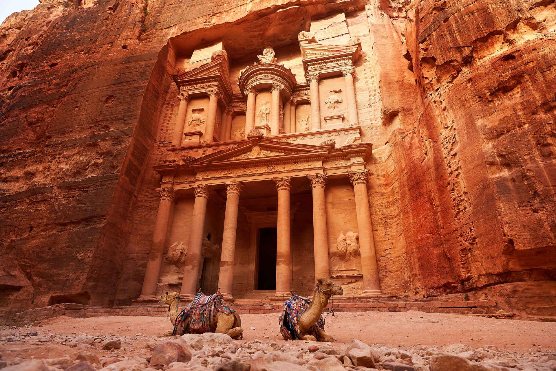 Иордания – страна черных ирисов