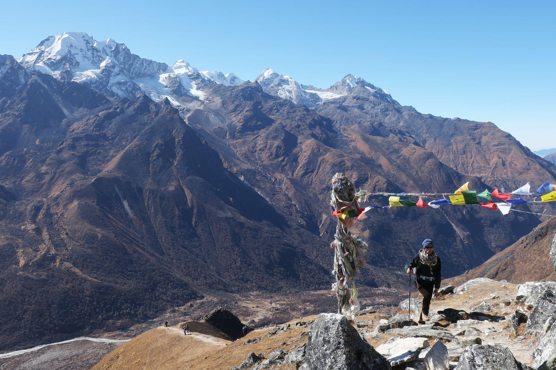 Треккинг в Гималаях: долина Лангтанг и озёра Госайнкунд